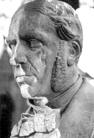 escultura antes do restauro